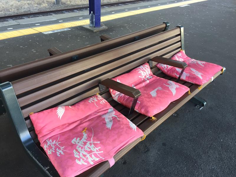 鶴瀬駅のベンチ